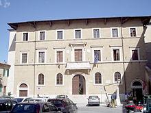 220px-Teatro_e_Municipio_Pitigliano